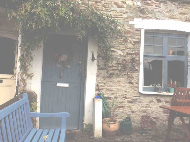 Double Bedroom in Beautiful miners cottage.
