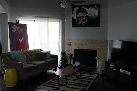 Beautiful Condo 10 min from DT ATX - Austin - Condominium