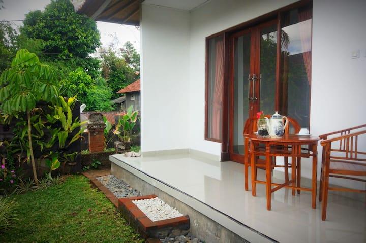 Cheap Room //MaDanu House BnB Ubud 2
