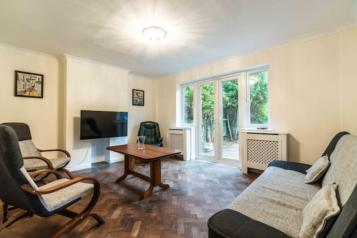 NEW 2BD East London Garden Flat South Woodford