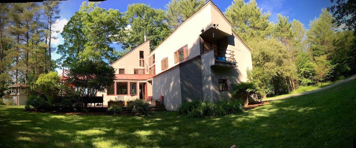 Beautiful Norwich, Vermont Retreat