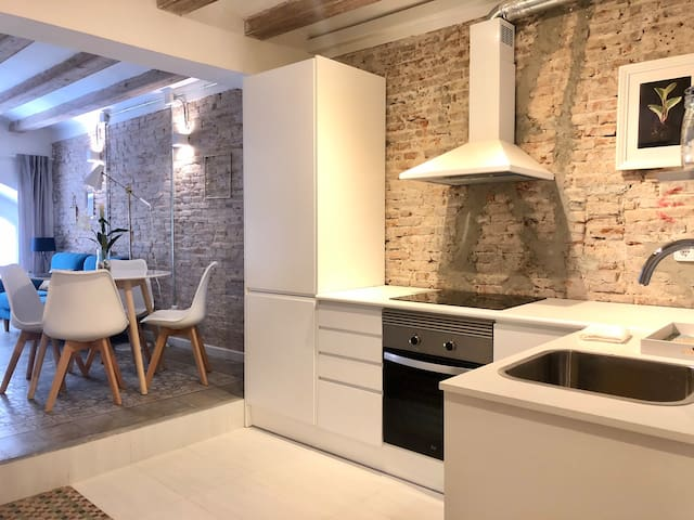 Revamped historic apartment in Barcelona center