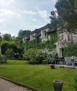 300m2 house close to Paris in elegant outskirts. - Villennes-sur-Seine