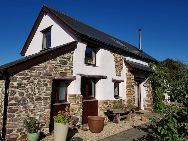 Light, spacious, rural cottage, 2 bed, 2 bathroom