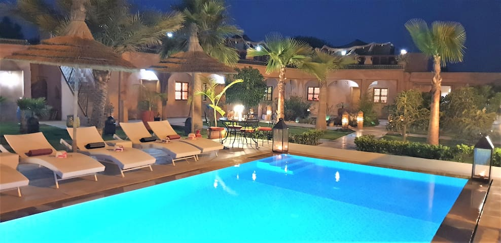 Villa Jenny Lynn Piscine chauffée SPA Chambre Essa