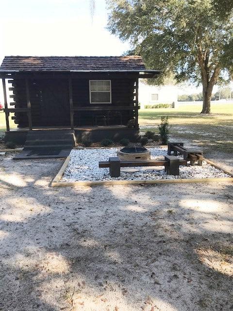 Cabine de madeira encantadora no centro da Flórida