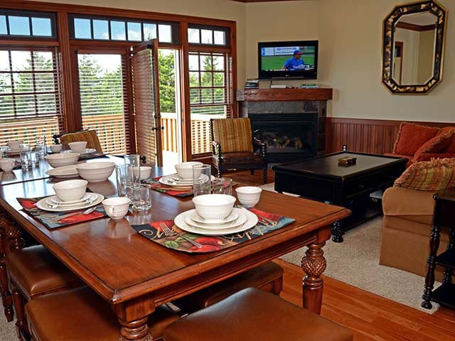 Shays Landing #5:  4 BEDROOMS, 4.5 BATHS:  Private Hot Tub, Ski In/Ski Out