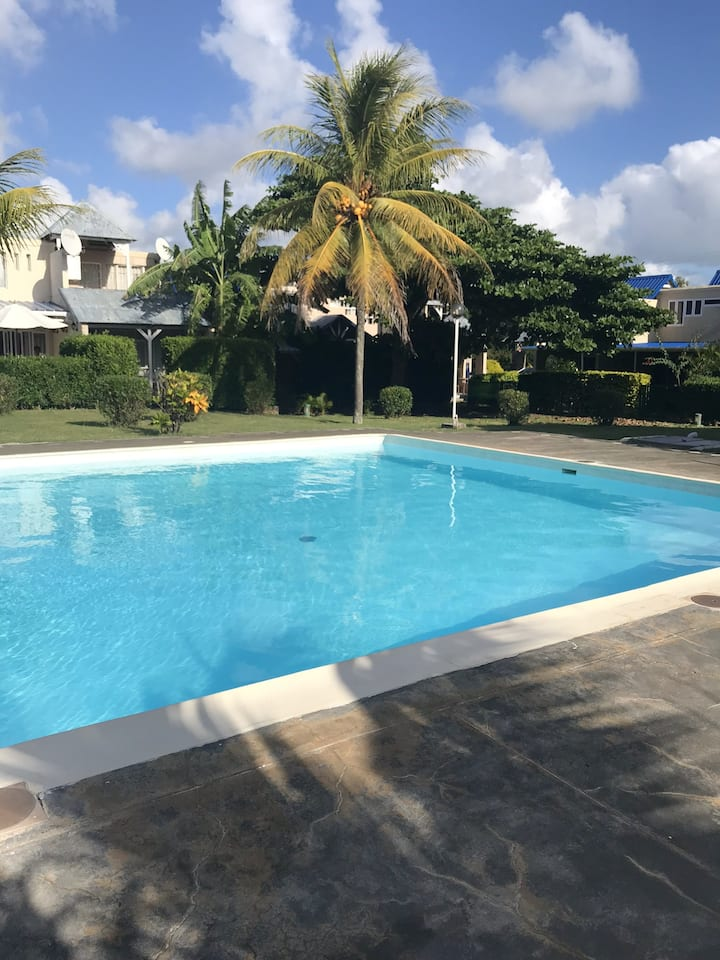 Studio in Grand Baie, with shared pool, furnished terrace and WiFi - 100 m from the beach