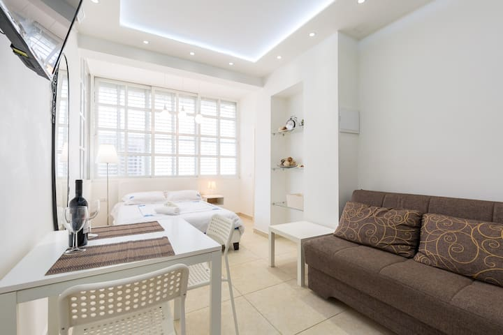 Cozy & Renovated 400m from Beach - Bat Yam - Daire