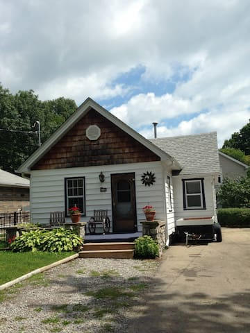 CRYSTAL BEACH COTTAGES BY NIAGARA - Fort Erie - Houten huisje