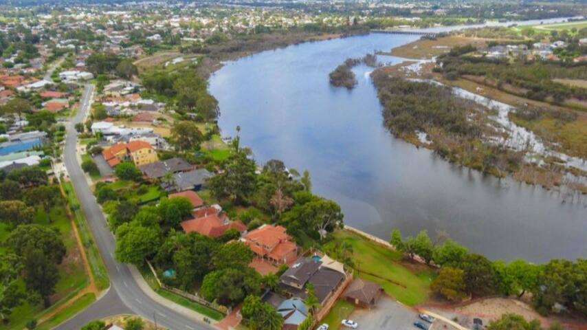 10ppl Group Package - Maylands - Huvila