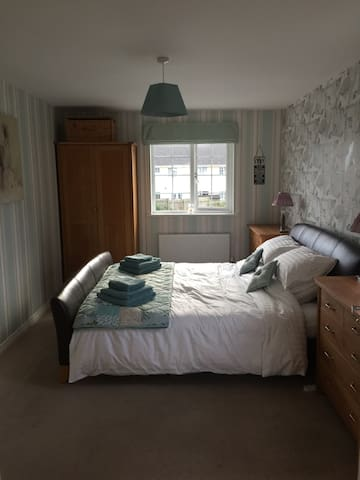 Double bedroom with en suite - Probus