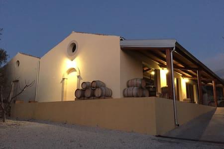 Pianogrillo Farm. Winery & evo Oil - Chiaramonte Gulfi - Villa