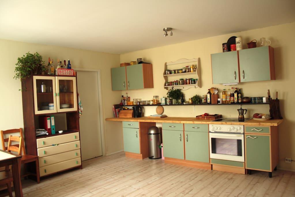 Große Küchenzeile zur kompletten Mitbenutzung