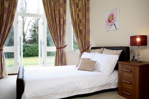 Basingstoke Central - 1 Bedroom Serviced Apartment