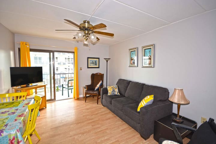 580-One BD condo free WiFi at the heart of Ocean City, Boardwalk