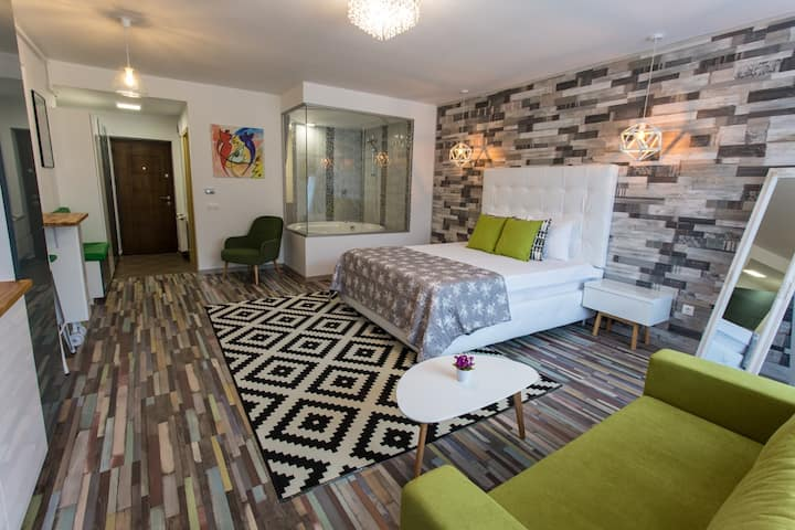 Romantic Jacuzzi Luxury Apartment