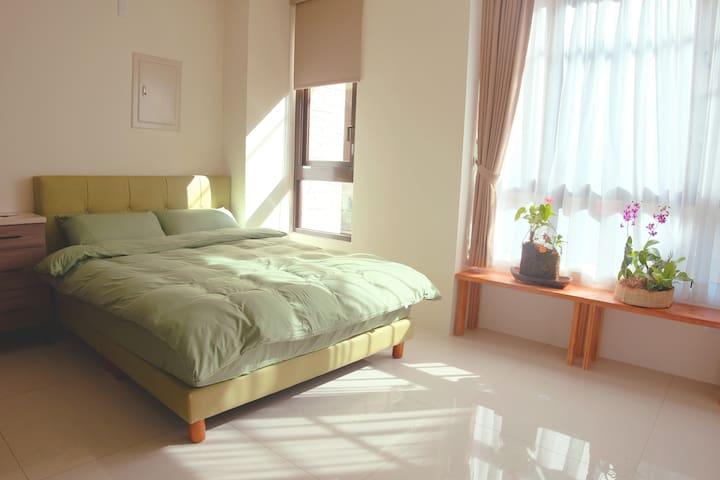 雙人大床+單人加大