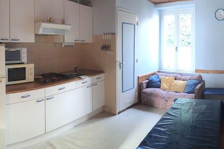 Appartement bleu T2 bien équipé - La Bourboule