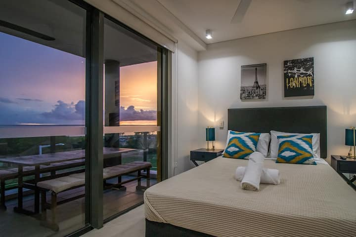 NEW - ZEN AT THE WATERFRONT - Luxury Waterfront Holiday Home for Families & Friends