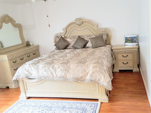 Private bedrom Near DC,Metro,Airport,Wifi,Parking