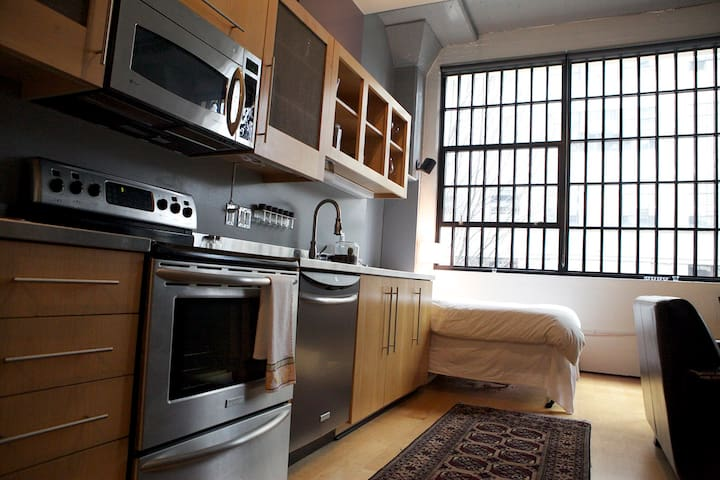 Studio Loft in Downtown Cultural District