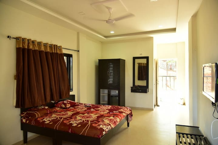 Private Room at Lakeside in Mulshi - Nandivali - Bed & Breakfast