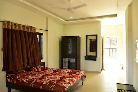 Private Room at Lakeside in Mulshi - Nandivali