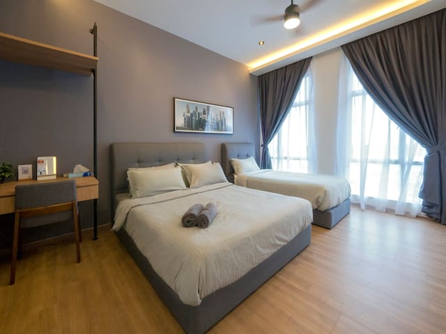 Huge master bedroom filled with plenty of sunlight. You can enjoy the view of Johor straits from the window.