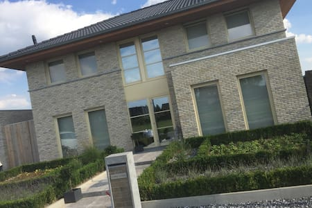 New big house with jacuzzi near the centre of Gent - Melle - Villa