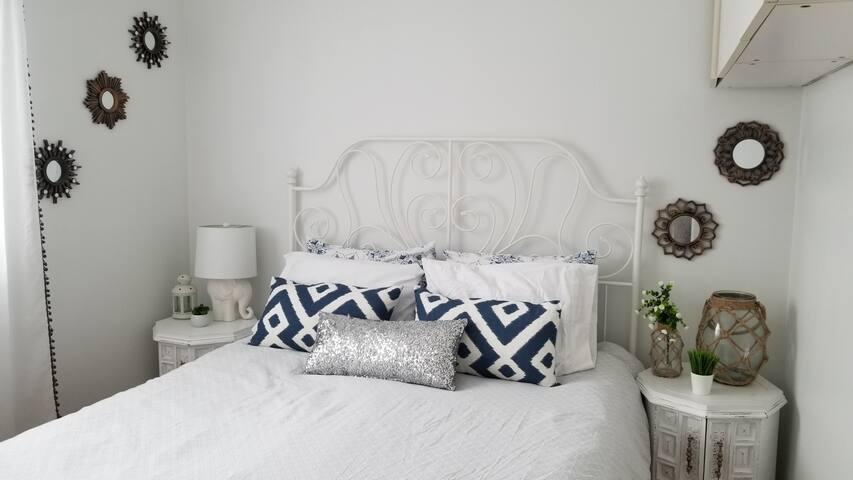 1st bedroom - Queen Bed