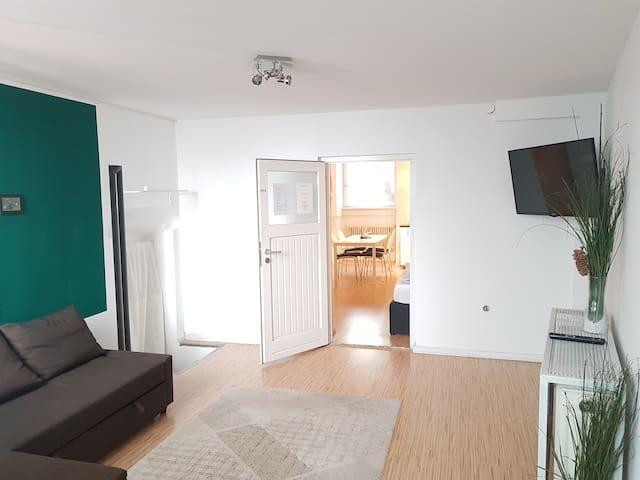 2-Room-Souterrain-Apartment near Bergmannstraße