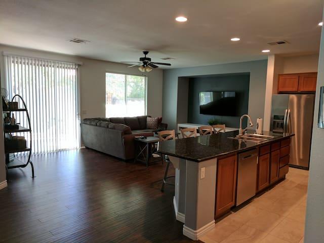 Modern 3 Bedroom Home 10 Min Away From Strip - Las Vegas - Ev