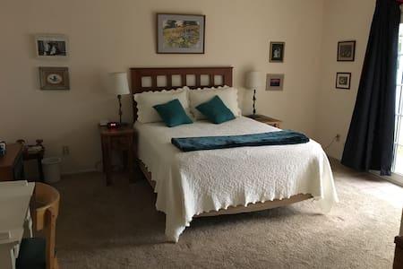 Inviting Haven in Northwest Tucson