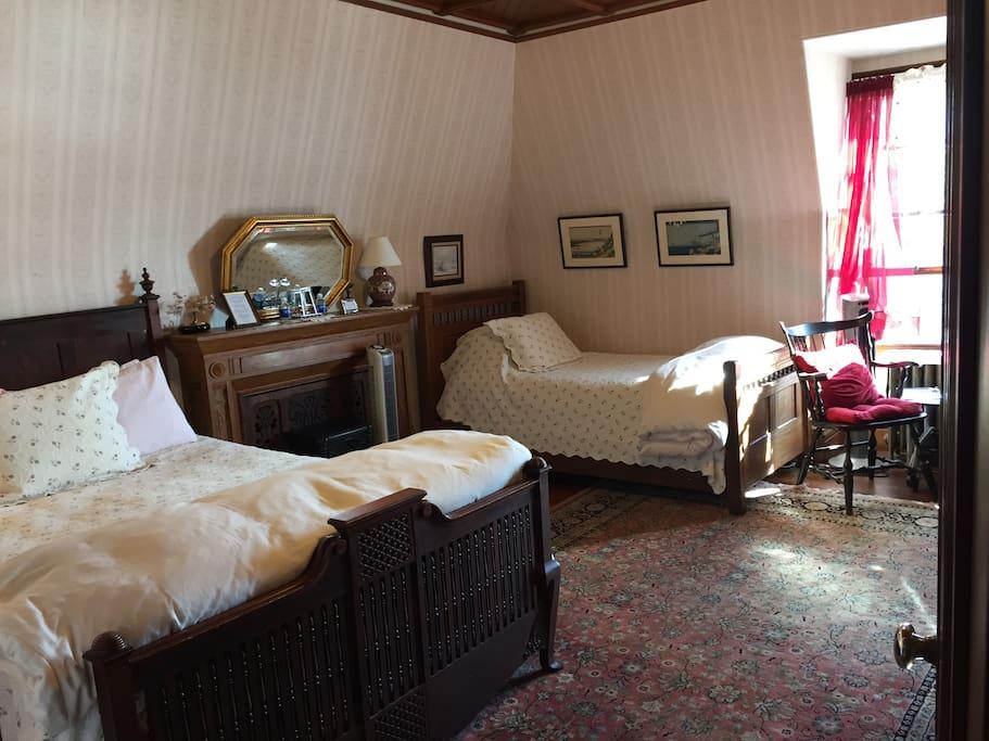 Emerson Room top floor - double & twin bedded