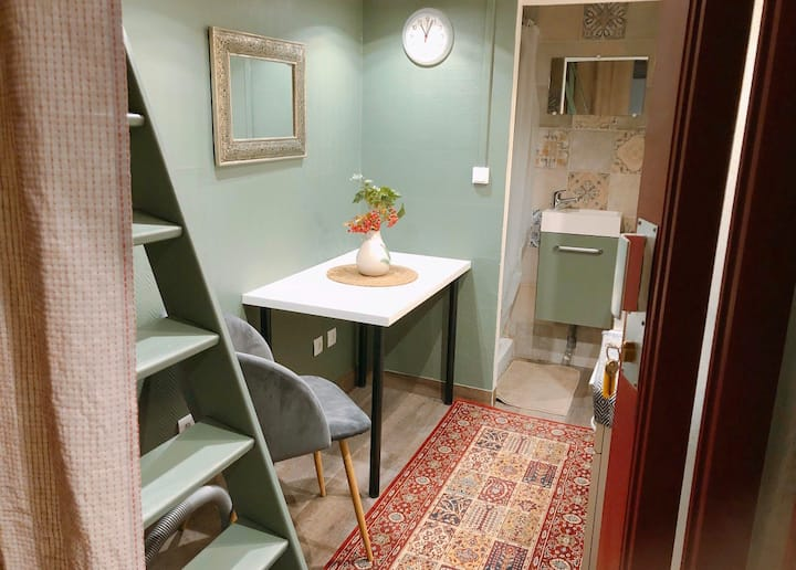 Tiny studio in City centre