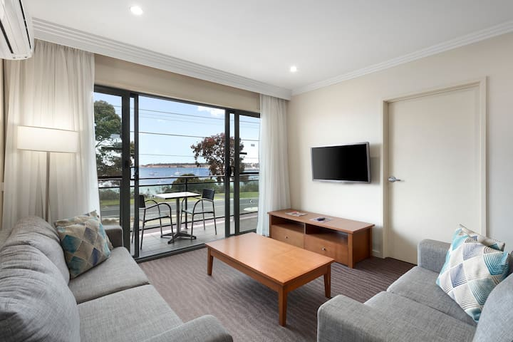 2 B/room Self Contained Apartment Bayviews Geelong
