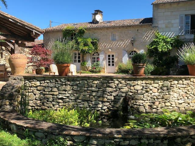 Domaine des Monges-Riverfront Cottage