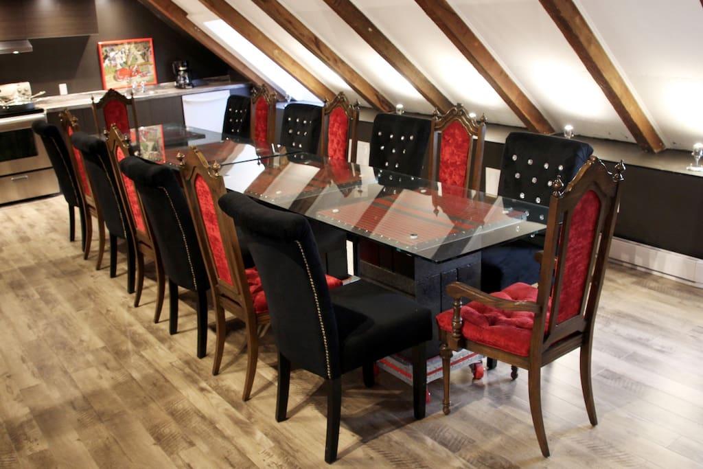 designer's dining for 16