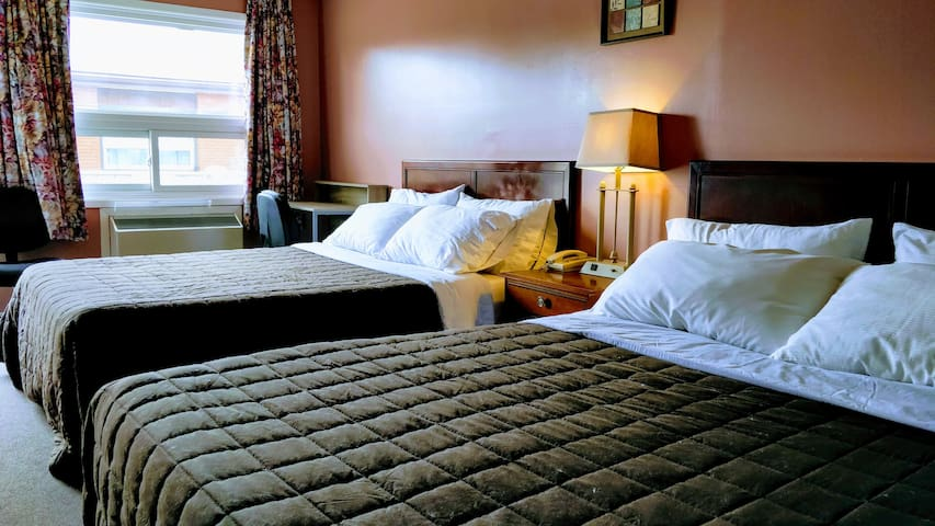 Room at the Inn - 2 Queen Beds - B