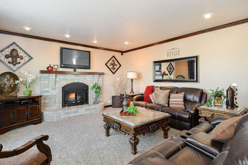 Large open family room with flatscreen TV and fireplace