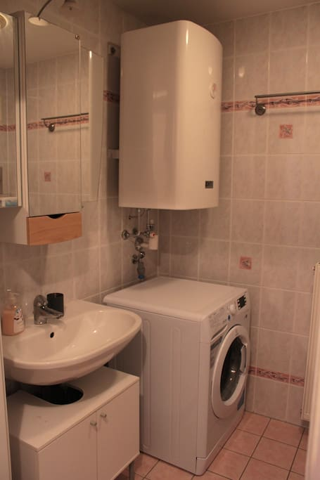 bathroom with washing mashine