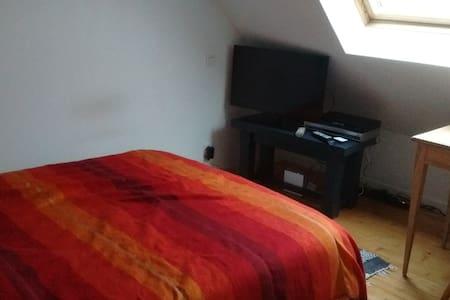 Quiet room in a shared flat, Downtown Vannes - Vannes - Departamento