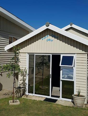 Vermaak~Likheid Garden Cottage - Still Bay - Apartemen