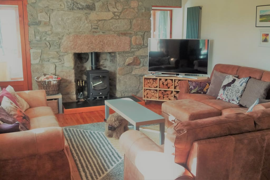 Highland retreat - large lounge - wood burning stove - logs provided