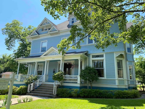 Stay at a 1901 Historic Mansion!