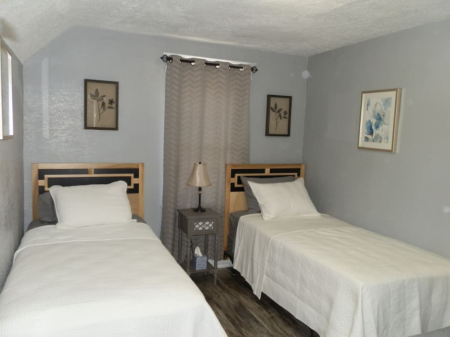 Choose the kind of bed you want.  2 XL Twin beds or 1 King size bed as shown in the following images