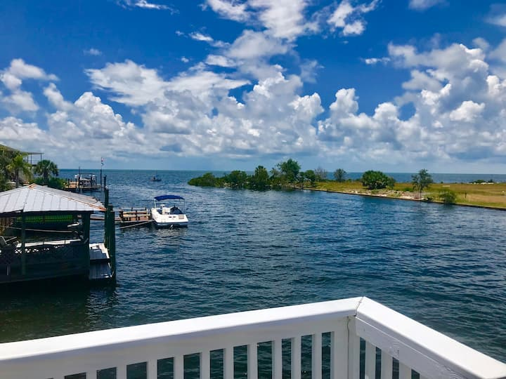 Gulf Waterfront Home w/Boat Dock & Swimming Pool