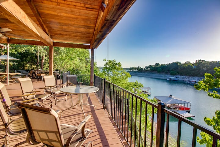 Lakefront house w/ lake views, large deck & dock - dogs OK!