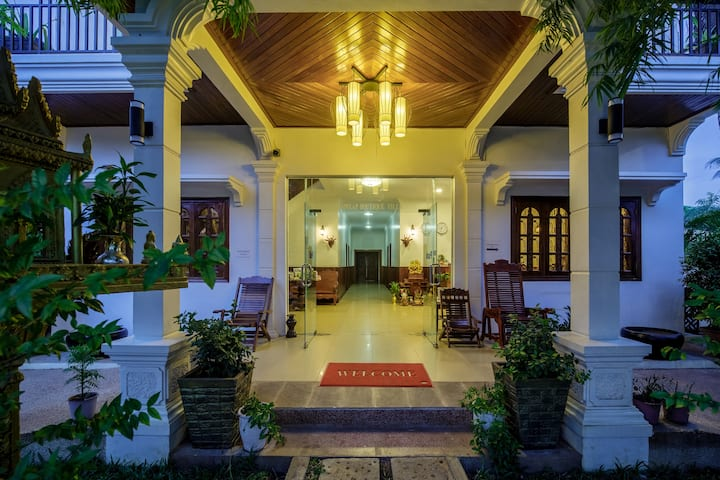 SIEM REAP BOUTIQUE : Group for 4 people+Pick Up+BF